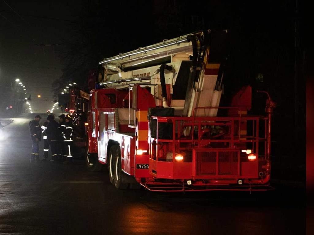 В г. Каменец-Подольский Хмельницкой области ночью загорелось общежитие университета.