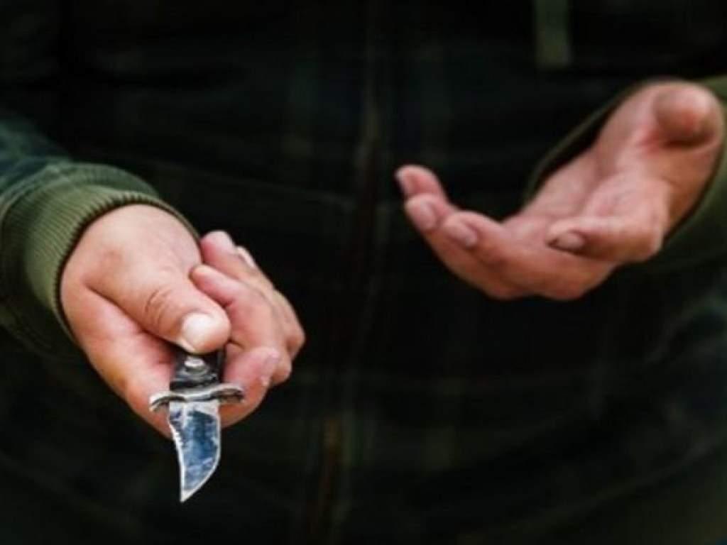 Вооруженный преступник отобрал у мужчины паспорт в центре столицы
