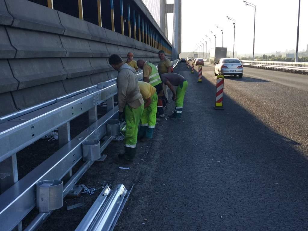 В Киеве  ограничили движение автомобильного транспорта на Южном мосту
