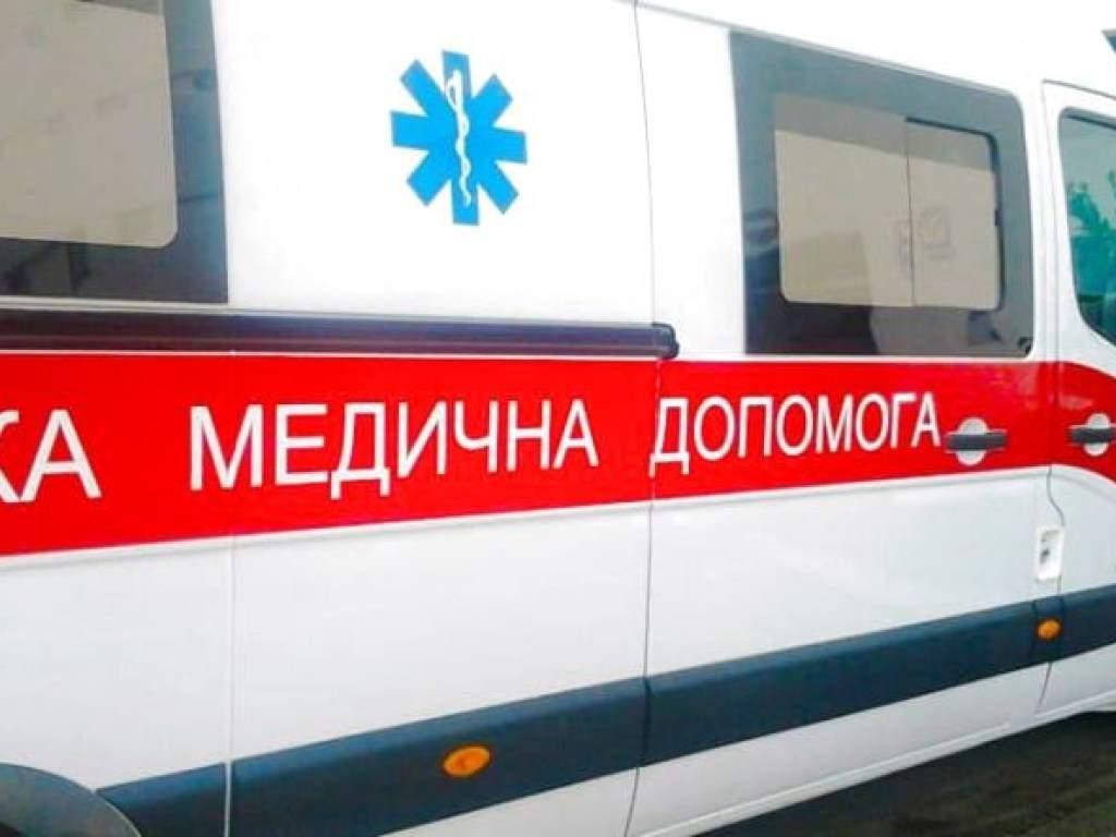 В Киевской области водитель авто сбил на дороге 73-летнюю женщину, отвез в больницу и исчез