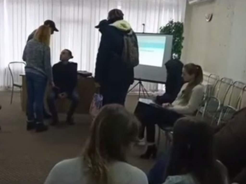 В Виннице радикалы напали на активистов во время тренинга (ФОТО, ВИДЕО)