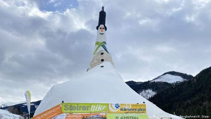 Австрийский снеговик попал в Книгу рекордов Гиннеса из-за своих больших размеров