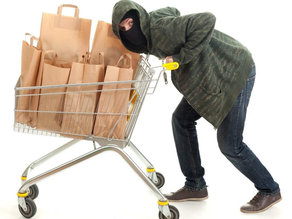 В Мелитополе   в супермаркете группа пьяных мужчин устроила скандал на кассе обслуживания