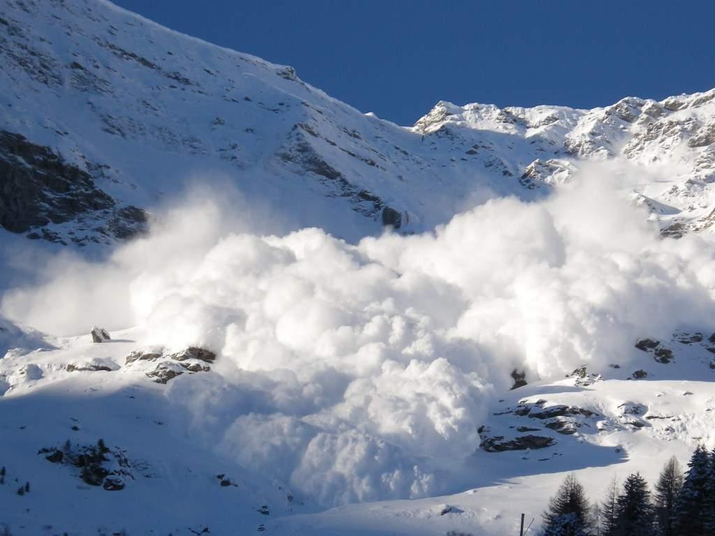 Эксперты сообщили об опасности схождения снежных лавин в Закарпатье
