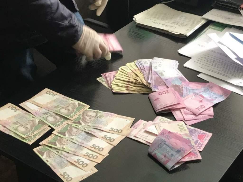 Чиновника секретариата Кабмина задержали на взятке в 2,5 миллиона гривен