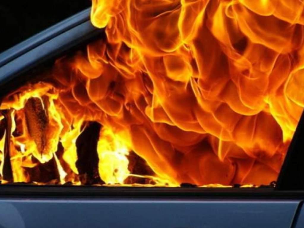 На Закарпатье полностью сгорела машина