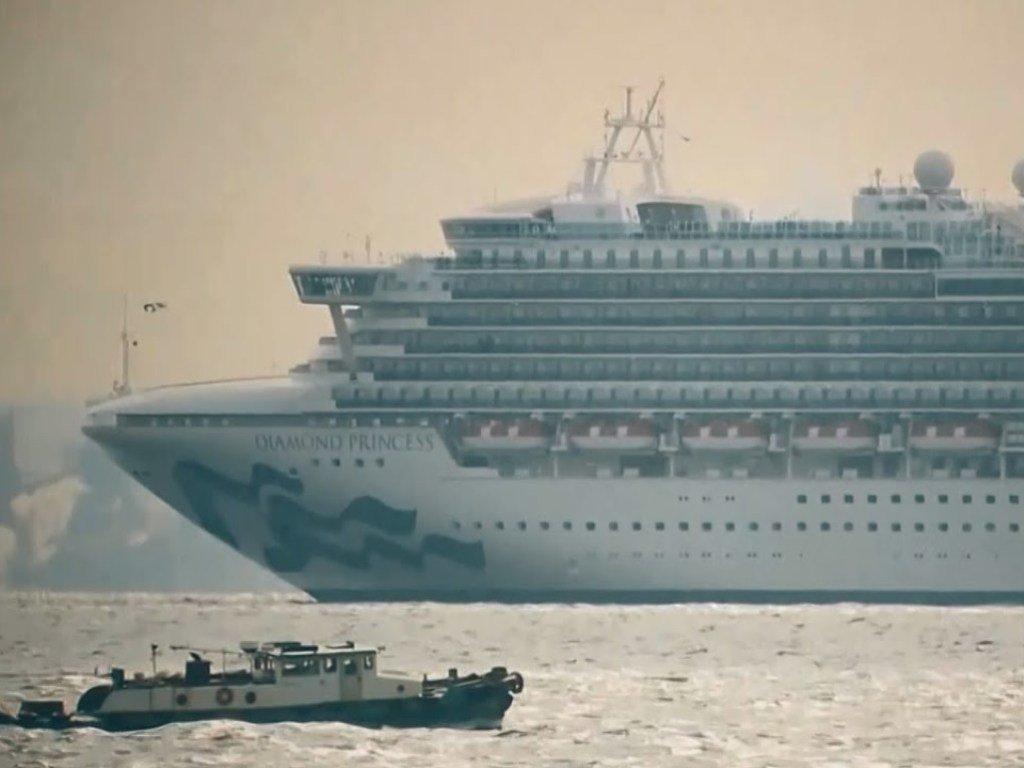 На борту  лайнера, который стоит на карантине у берегов Японии, зафиксированы новые случаи заражения коронавирусом