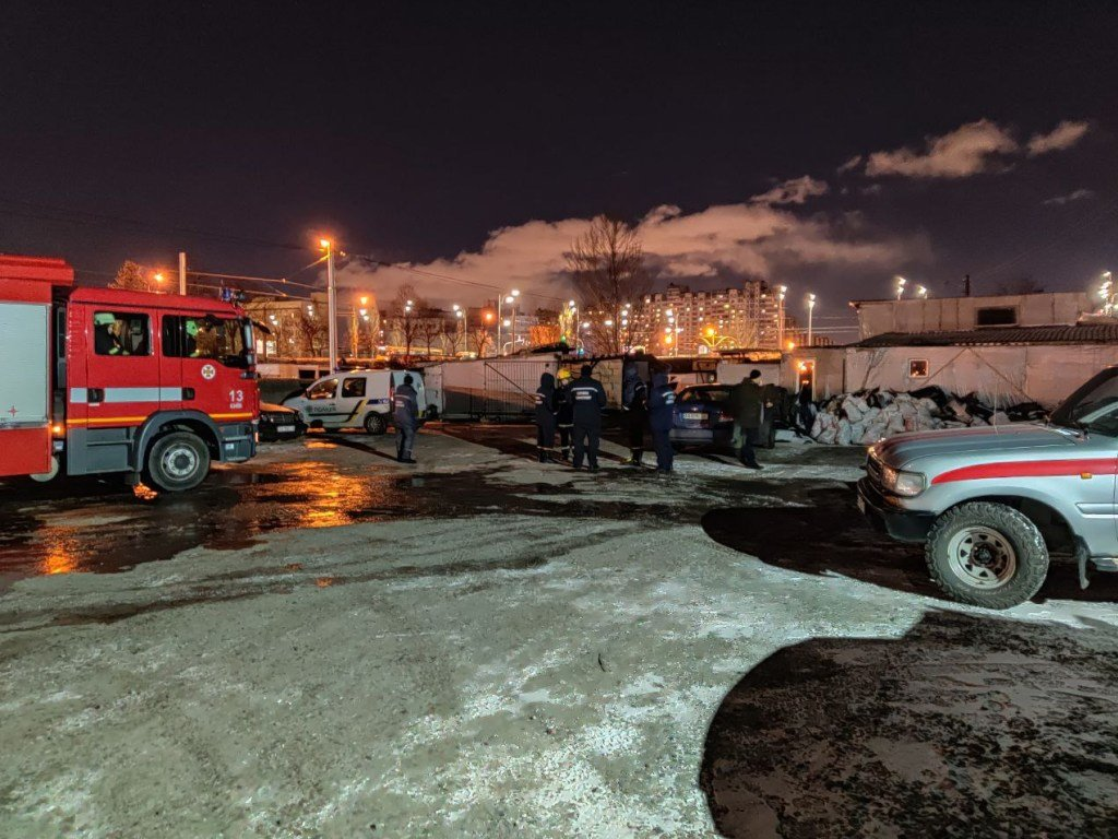 Пожар на киевском СТО: появились подробности происшествия (ФОТО, ВИДЕО)