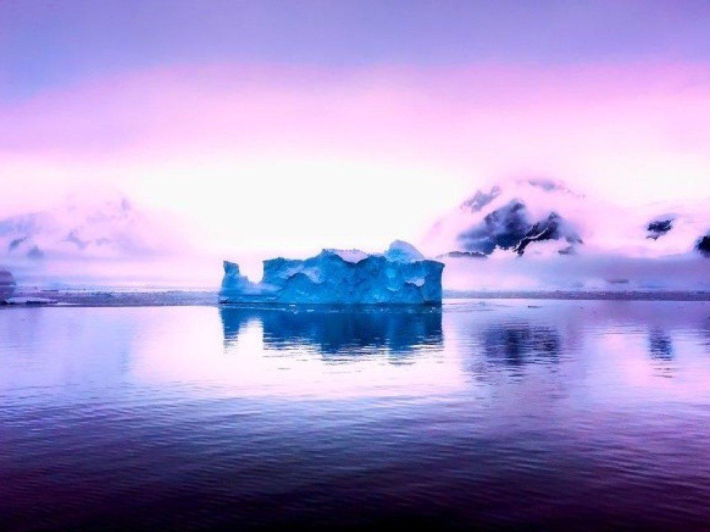Из Антарктиды в Атлантику движется  айсберг  (ФОТО)