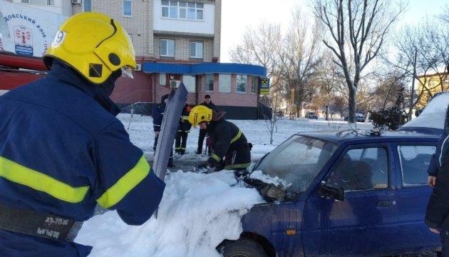 Херсонскую область засыпало снегом: спасатели откопали из заносов 39 автомобилей (ФОТО)