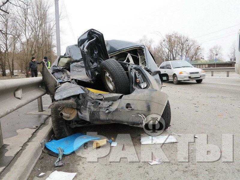 В Киеве маршрутка с пассажирами протаранила такси (ФОТО)