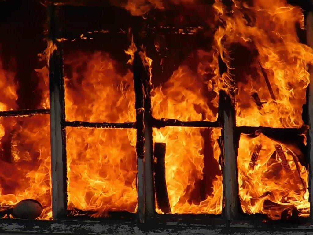 Двое человек сгорели в пожаре на Николаевщине