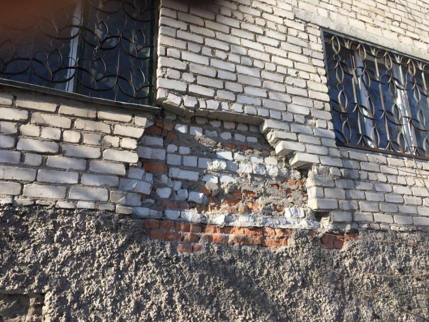 Ночью в Николаеве обрушилась стена старого дома (ФОТО, ВИДЕО)