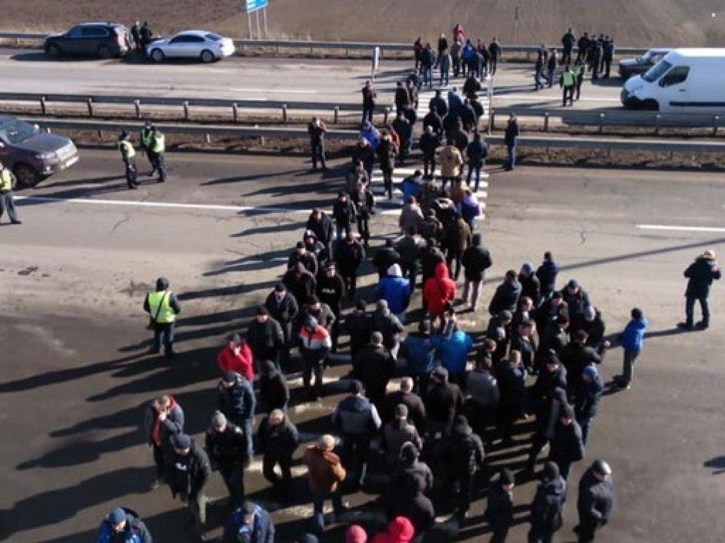В Черкасской области протестующие перекрыли  трассу М-05