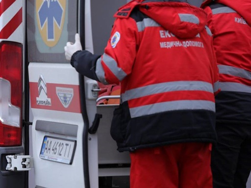 В Харькове на футбольном поле обнаружили труп 77-летнего мужчины
