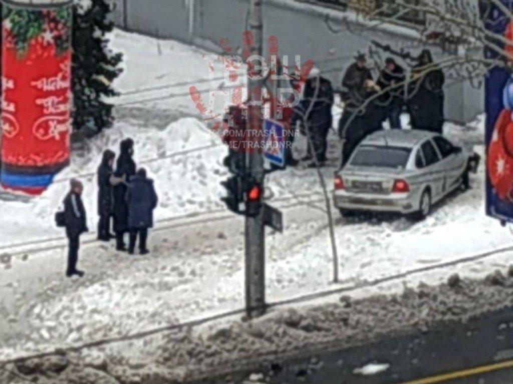 В центре Донецка водитель сбил 2 человека(ФОТО)