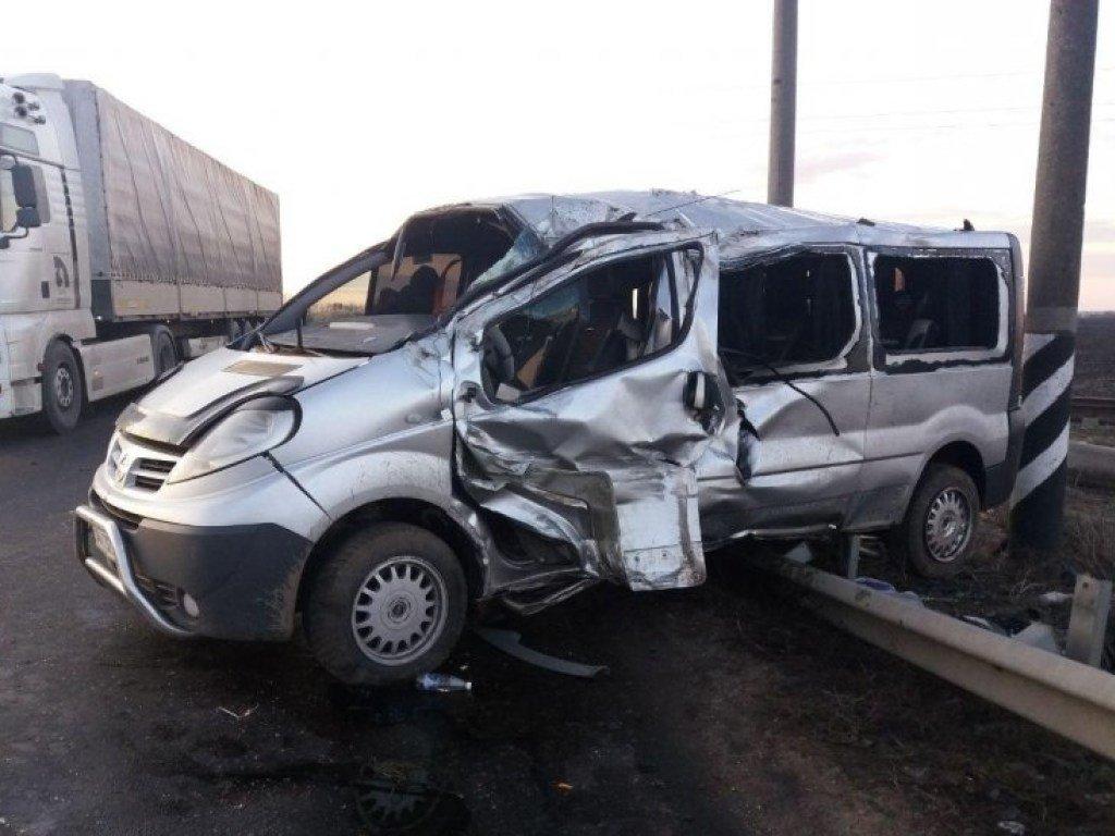На Николаевщине перевернулся автобус Nissan (ФОТО)