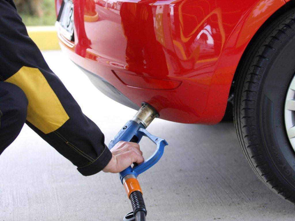 В Днепропетровске мошенники заправляли авто клиентов АЗС бытовым газом