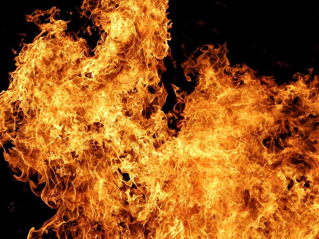 В Харьковской области горела нежилая постройка: пожарные нашли мертвого