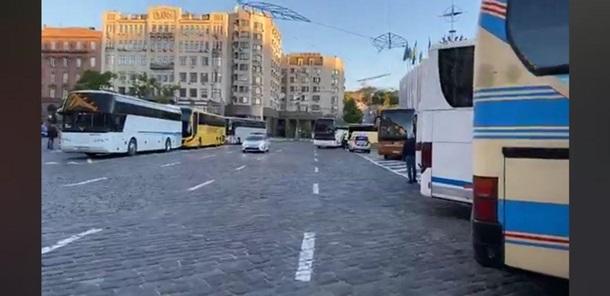 Автоперевозчики собирались в центре столицы на акцию протеста
