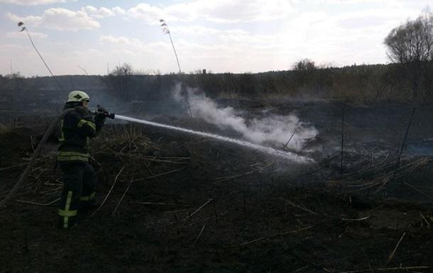 Киевские пожарные тушили возгорание торфа
