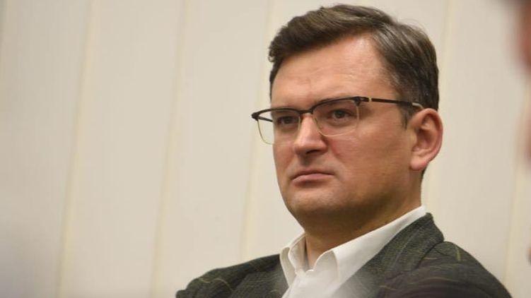Глава МИД  заявил, что Украина не будет вводить паспорта здоровья