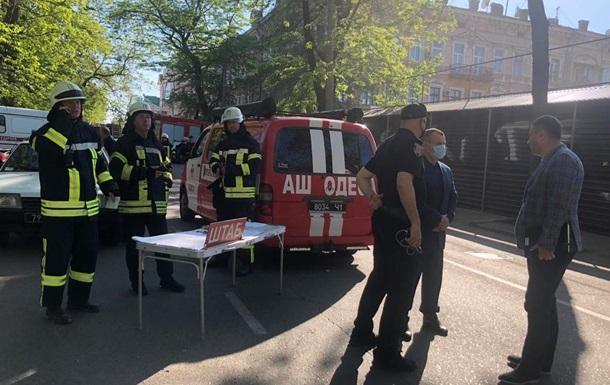 В Одессе рухнула часть дома , полиция проводит следствия