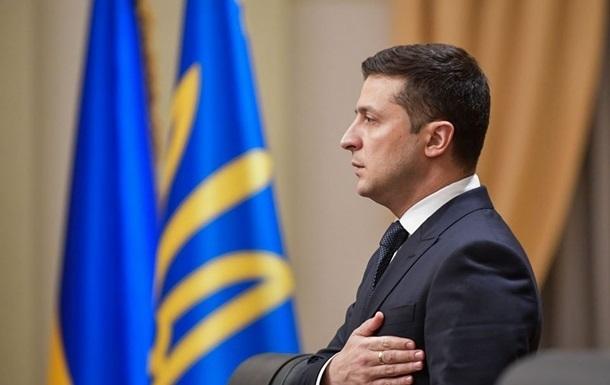 Украинцы разделились почти поровну в оценке года президентства Зеленского