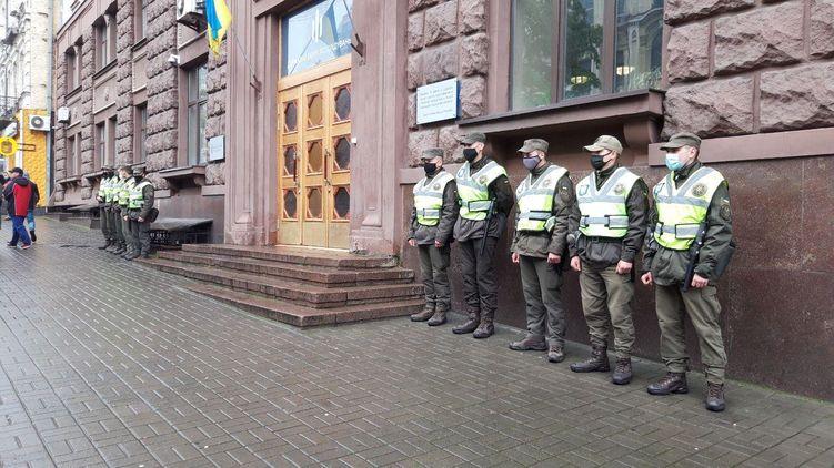 Петр Порошенко не пришел на допрос, адвокат утверждает, что он не получал повестку