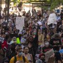 Во время акций протеста в США внедорожник наехал на толпу  полиции