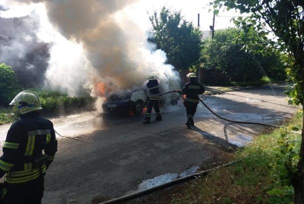 В Днепропетровской области сгорело авто с человеком