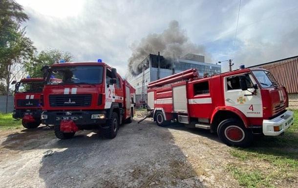 Пожар на фабрике Мида в Запорожье тушили более двух часов