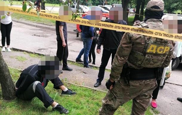 Во Львове задержали двух грабителей
