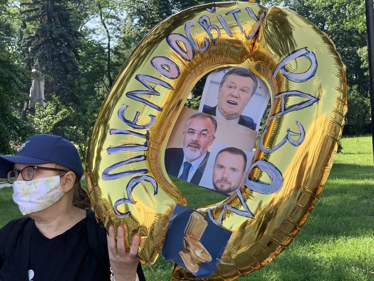 Под  Верховной Рады митинг против назначения министром образования Шкарлета