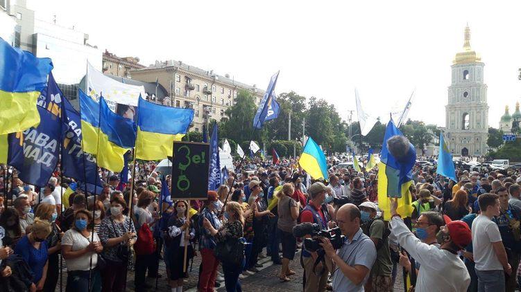 Избрание меры пресечение Порошенко: под судом собрались сторонники лидера