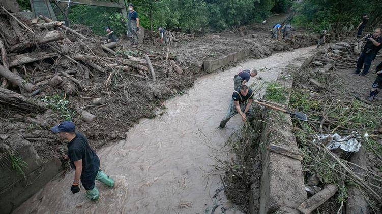 Из-за наводнения на западе Украины возникла проблема с питьевой водой