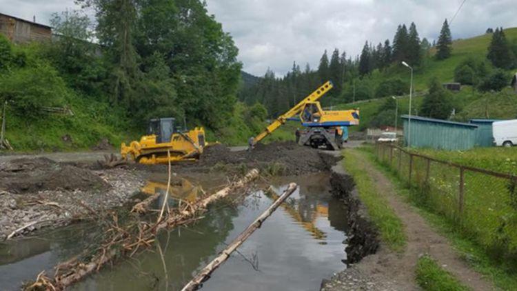 На территории западных областей стихия разрушила более 200 км дорог и 96 мостов