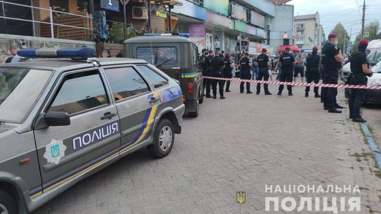 В Черновцах у ресторана мужчину застрелили посреди дня