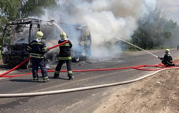 На Черкасчине загорелся автобус с пассажирами. Спасатели потушили уже каркас