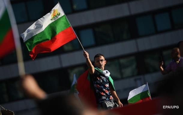 Участники протеста в Болгарии здание правительства забросали яйцами