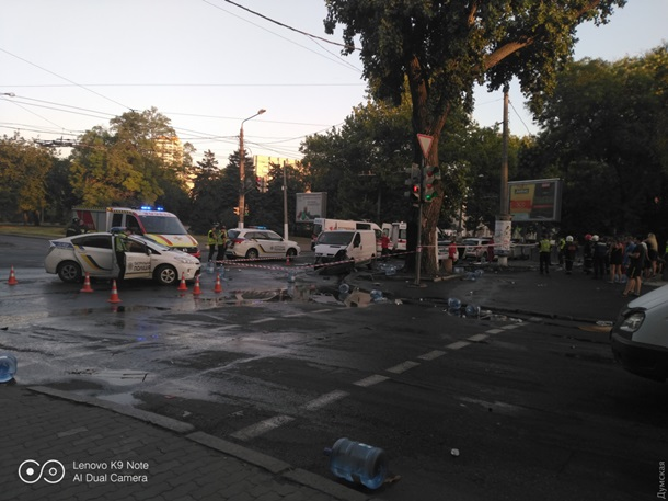 В Одессе авто патрульных столкнулось с микроавтобусом
