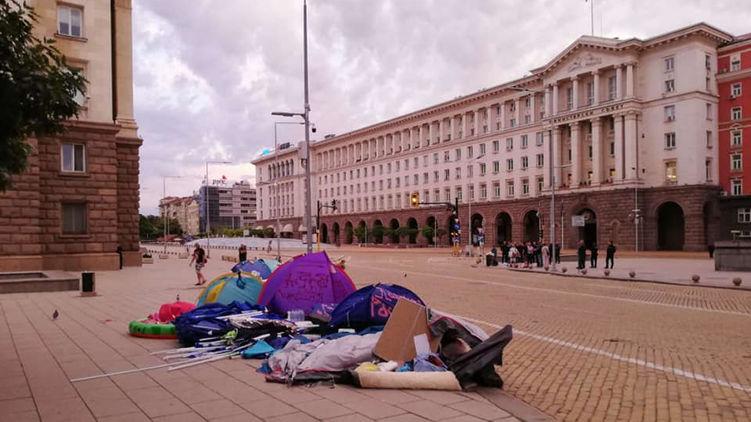 В Болгарии правоохранители разгоняли протестующих и снесла  палаточные городки