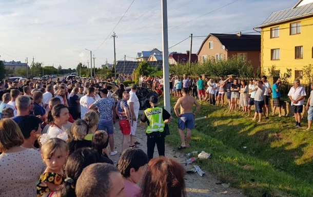В  Ивано-Франковской области столкнулись микроавтобус и легковой автомобиль, погибли три человека