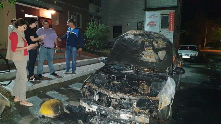 В Киеве подожгли авто журналистам программы