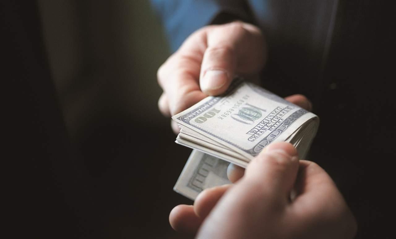Судья и прокурор в Луганской области организовали коррупционный