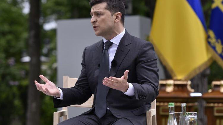 Владимир Зеленский считает, что Александру Лукашенко нужно провести перевыборы
