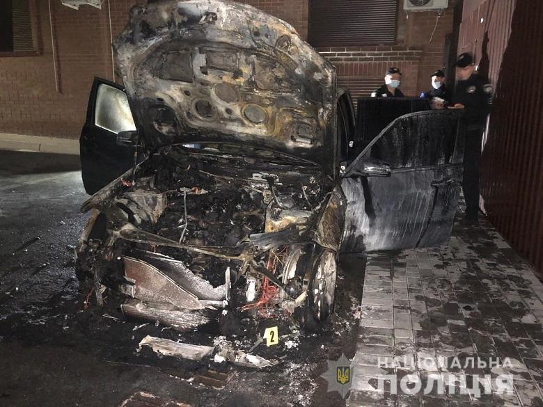 В Киеве сожгли машину нардепа Гео Лероса