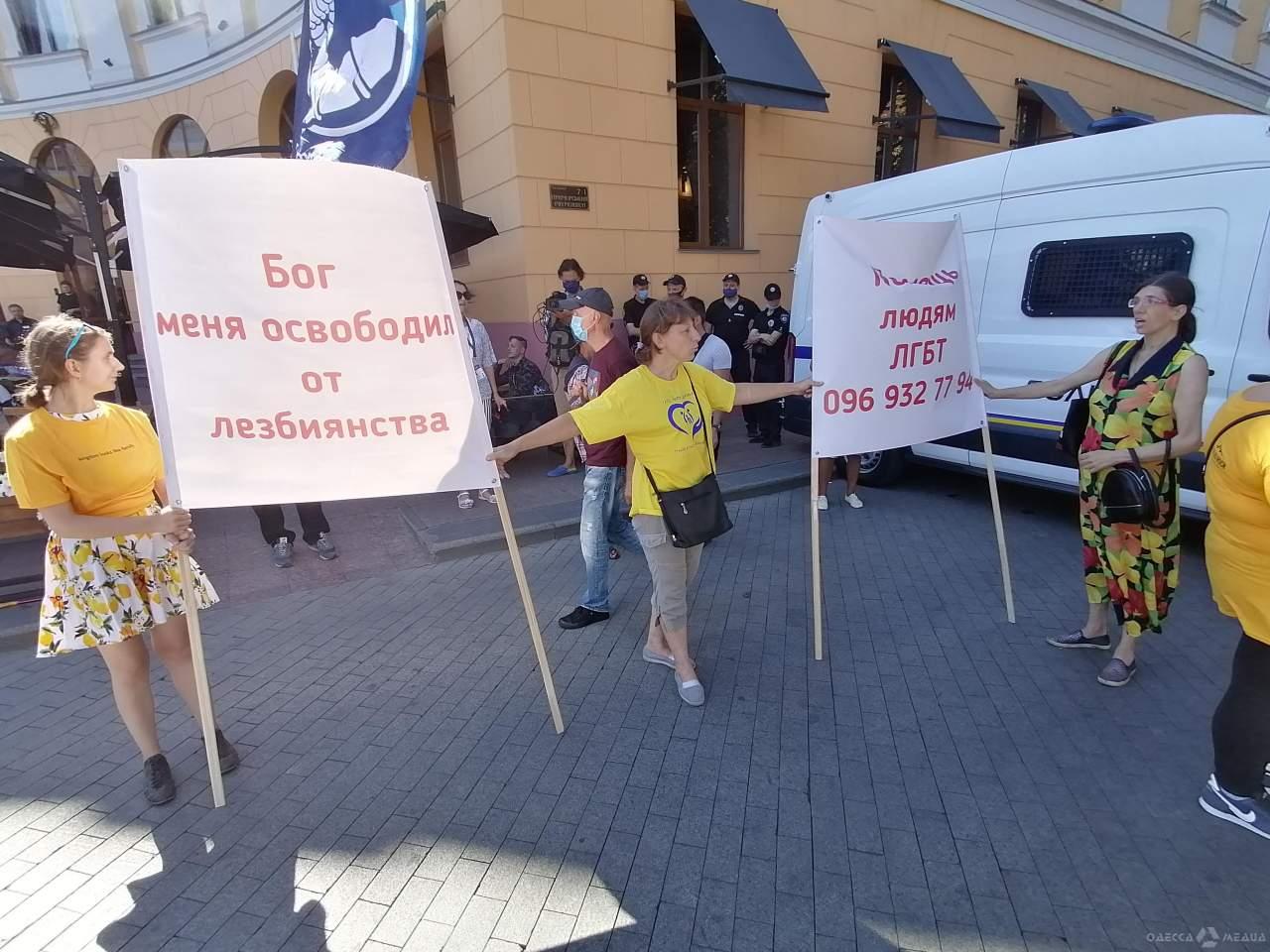 В Одессе произошло нападение националистов на ЛГБТ-парад