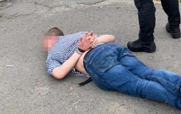 В Киеве сотрудник следственного отдела занимался торговлей наркотиков