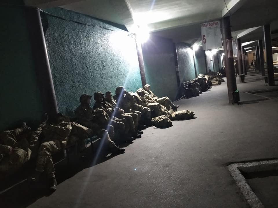 В Черкассах военные спали на вокзале, воинская часть